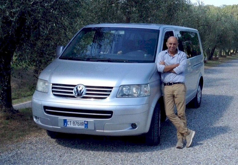 Fluent English-speaking driver for tours in Tuscany